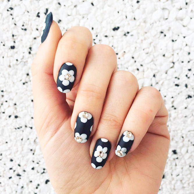 Incredible Black and White Nail Designs picture 2