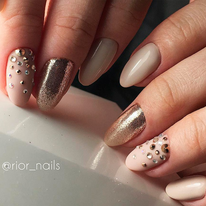 Almond Nails with Gold Shine picture 1