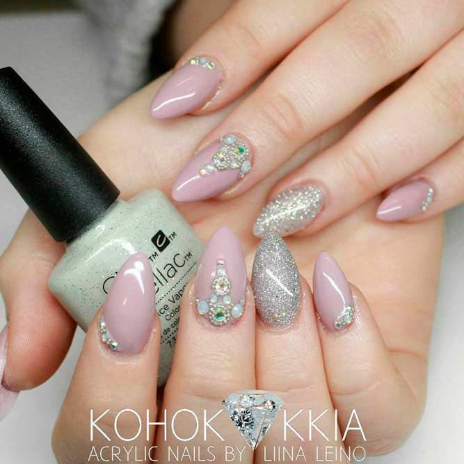 Add Some Glitter Chic to Your Almond Nails picture 1