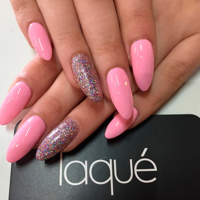 Add Some Glitter Chic to Your Almond Nails picture 2