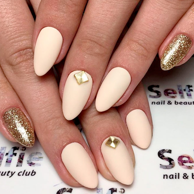 Almond Nails with Gold Shine picture 3