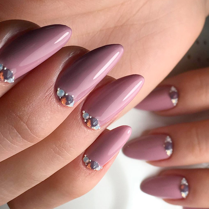 Elegant Designs for Almond Nail Shapes picture 3