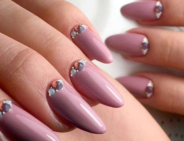 Variety of Almond Nail Designs for a Sophisticated Look