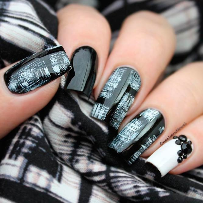 Stylish Ideas for Your Black and White Manicure picture 1