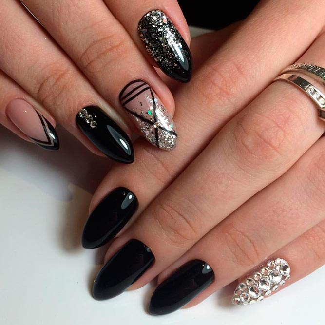 Gorgeous Glitter Accents for Black Nails picture 1