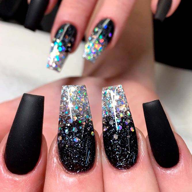 Gorgeous Glitter Accents for Black Nails picture 2