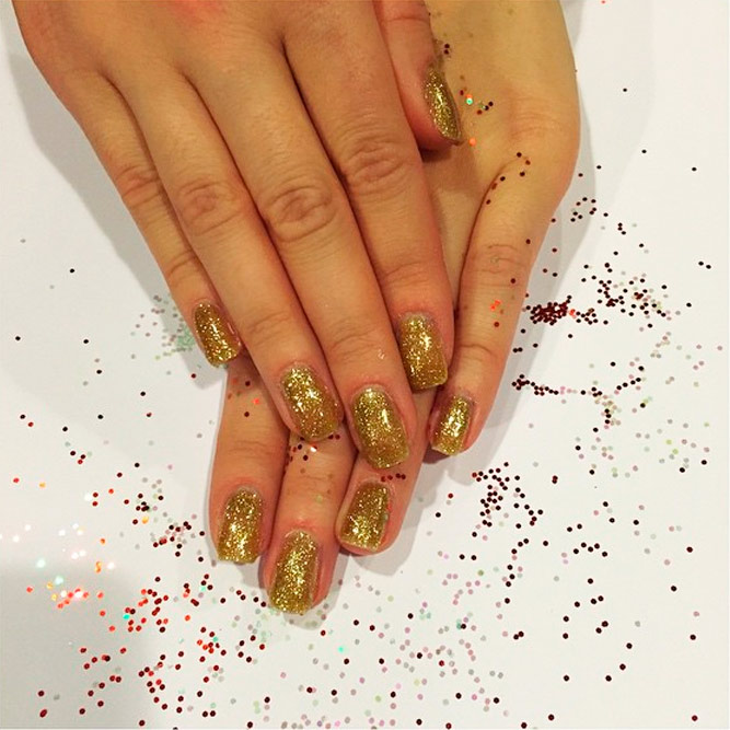 Beautiful Gold Glitter Nails Designs picture 1