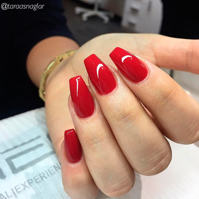 Elegant Red Acrylic Coffin Nails picture 2