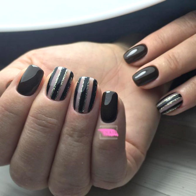 Simple Vertical Stripes For Intricate Manicure