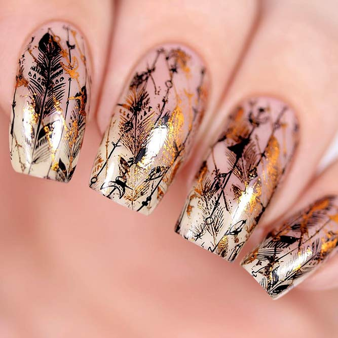 Interesting Leafy Design For Autumn Nails