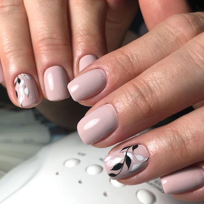Natural Nails With Exquisite Black Leafy Pattern #nudenails #roundnails