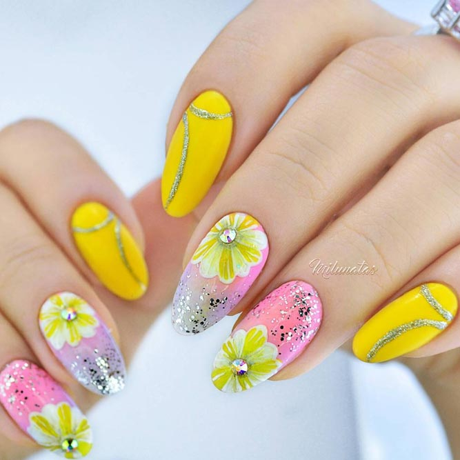 Summer Nails With Charming Floral Patterns #flowernails #yellownails #glitternails #ovalnails