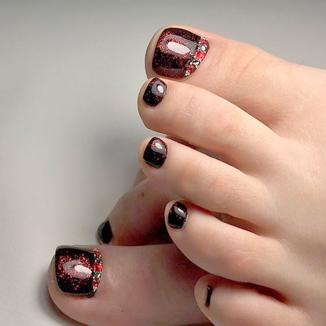 Gorgeous Dark Designs for Toe Nails picture 1