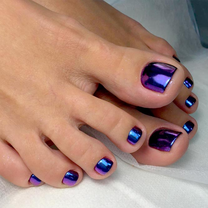 Gorgeous Dark Designs for Toe Nails picture 2