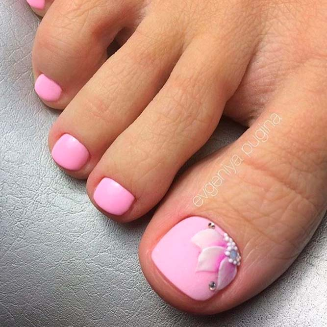 Cute Flower Toe Nail Designs picture 3 - Beautiful Toe Nail Art Ideas To Try NailDesignsJournal.com