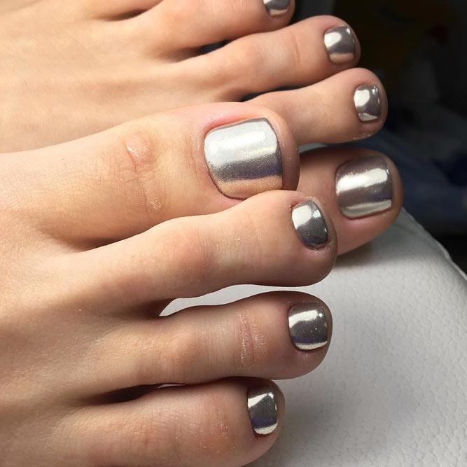 Chrome And Metallic Toe Nail Polish With A Mirror Effect #mirrornails #silvernails #chromenails #metallicnails