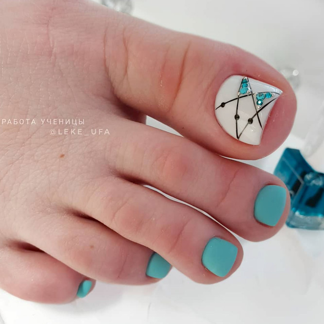 Teal Abstract Design For Toes