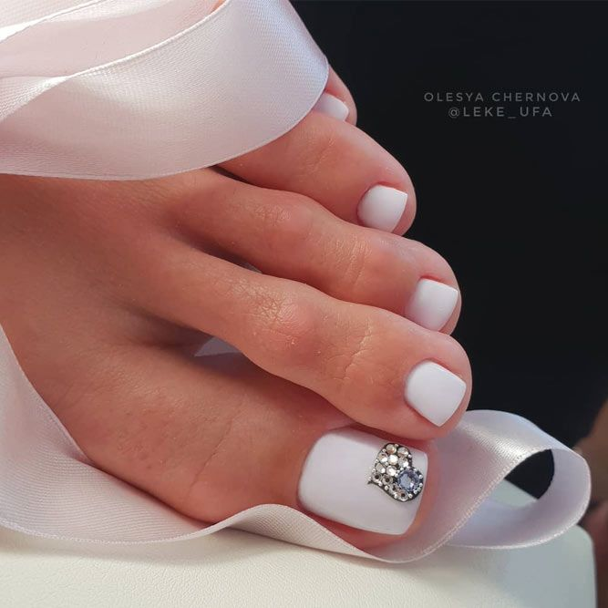 White Chic Pedicure With Rhinestones