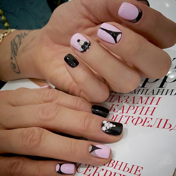 Elegant Black Short Nails picture 3