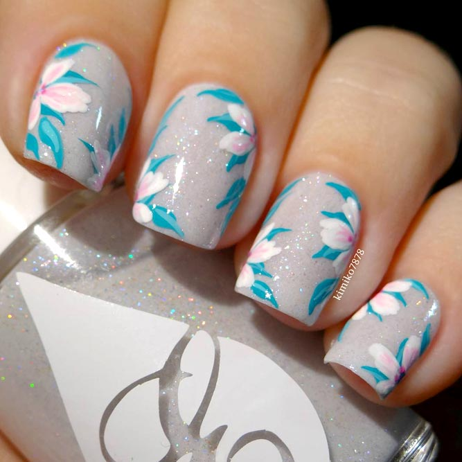 Cute Flower Designs for Short Nails picture 2