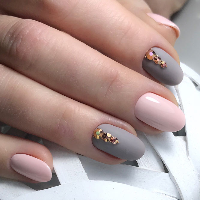 Stunning Nails With Rhinestones And Matte Finish #mattenails #pinknails #rhinestonesnails #greynails