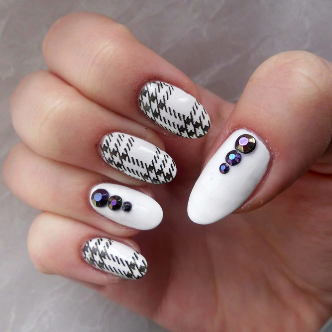 Hip Houndstooth Nails