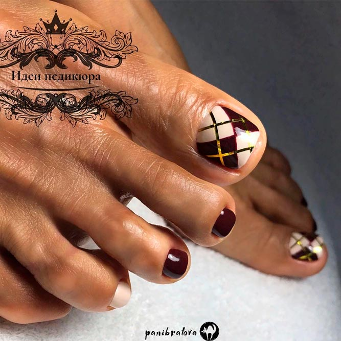 Geometric Nail Art With Gold Foil Stripes For Your Perfect Pedi #toenailart #perfecttoenaildesigns