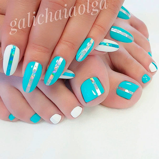 Cute Striped Toe Nail Designs With Foil #foilnailart #toenaildesigns