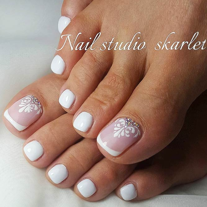 Best Classic French Designs For Toe Nails In Nude Shade #nudenails #frenchnails #frenchtips