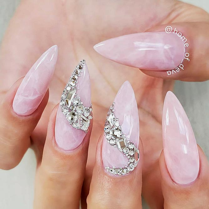 Cute Quartz Designs With Crystals For Acrylic Stiletto Nails #stilettonails #longnails #acrylicnails #quartznails #rhinestonesnails