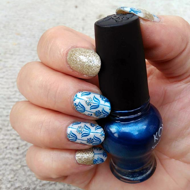 Navy And Gold Glam #glitternails #bluenails #flowernails