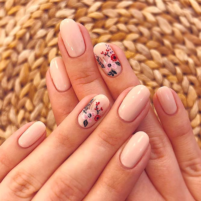 Accent Finger Bling #flowernails #nudenails