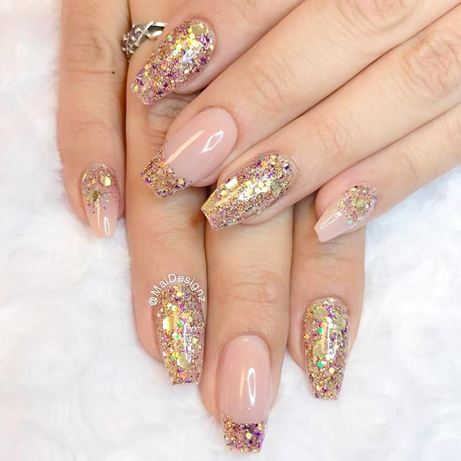 Stylish Nude and Gold Nails For Those in Trend picture 1