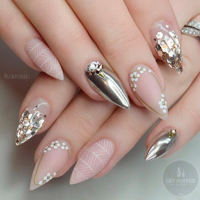 Stylish Nude and Gold Nails For Those in Trend picture 2
