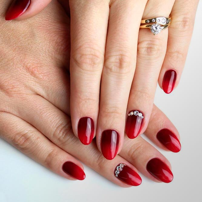 Perfect ombre In Red Shades #rednails #rhinestonesnails