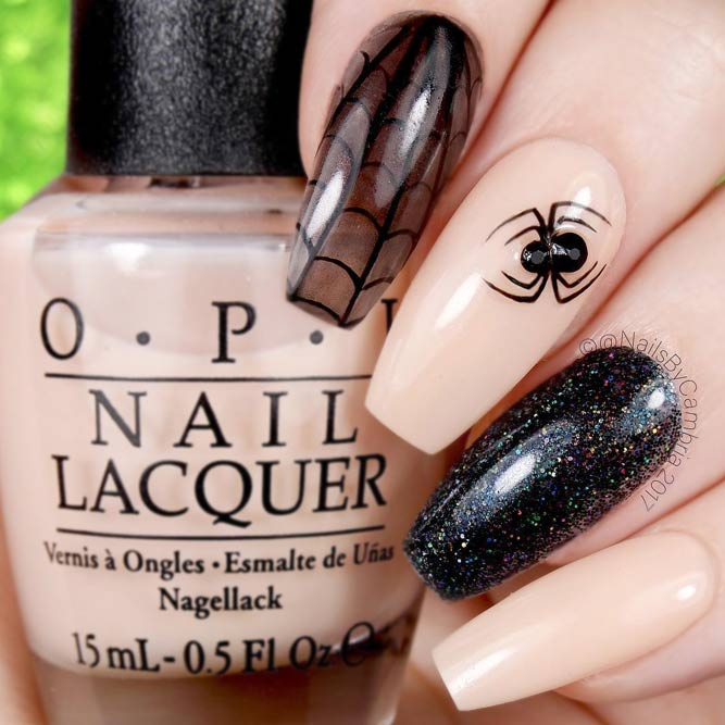 Easy Halloween Nails Webs and Spiders picture 3