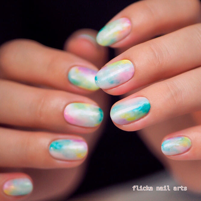 Abstract Color Mix for Your Graduation Nails picture 1
