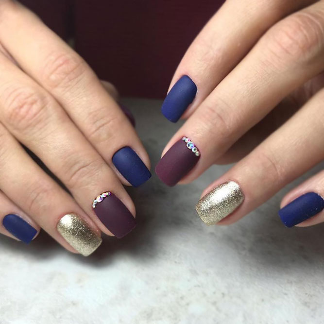 Contrasting Nails With Glitter
