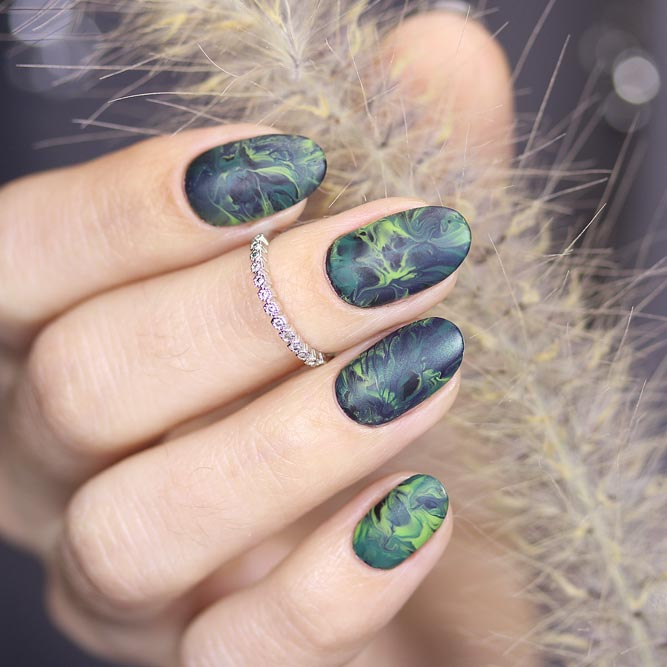 Matte Marble Design In Royal Green Shades #greennails #marblenails #mattegreen