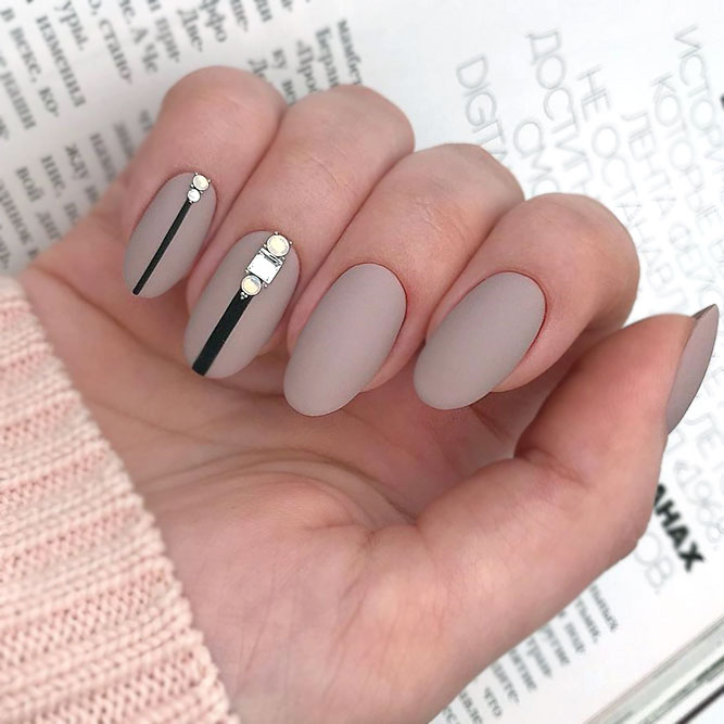 Elegant Nude Nails With Vertical Stripes
