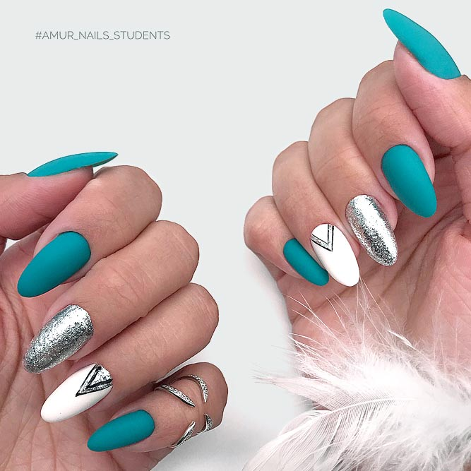 Amazing Turquoise Manicure With Glitter Accents #turquoisenails #glitternails #turquoisecolor