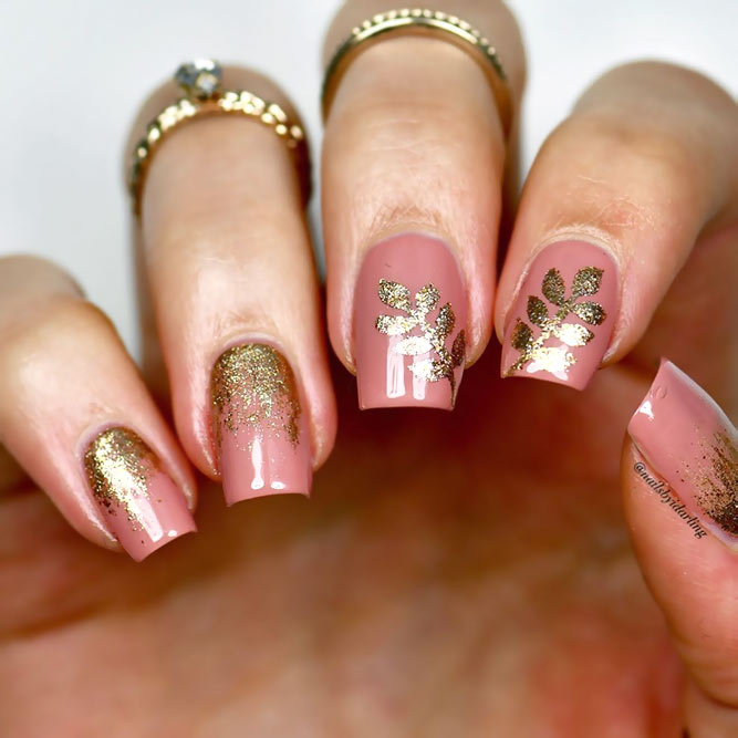 Gentle Floral Pink And Gold Nails Art