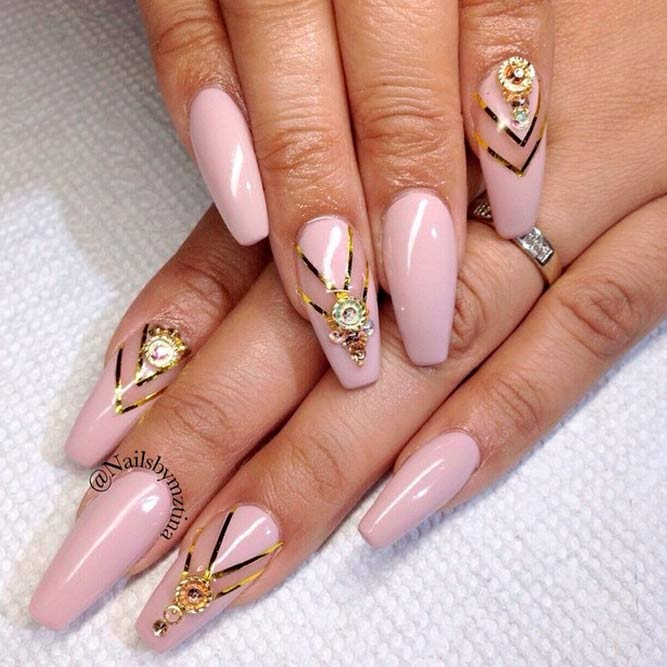 Cute and Sweet Nude Pink Nail Polish picture 2 - 21 Chic Pink And Gold Nails Designs NailDesignsJournal.com