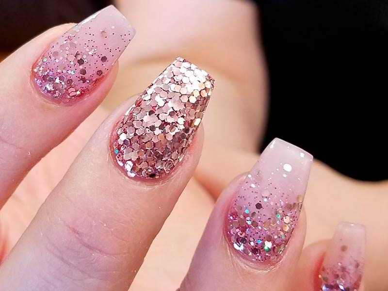 - 21 Chic Pink And Gold Nails Designs NailDesignsJournal.com
