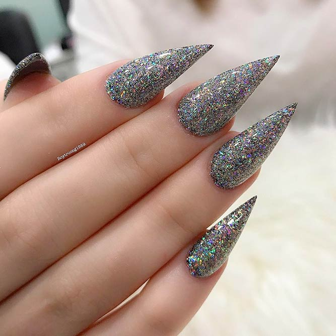 Sparkling Nail designs for a Luxurious Look picture 2