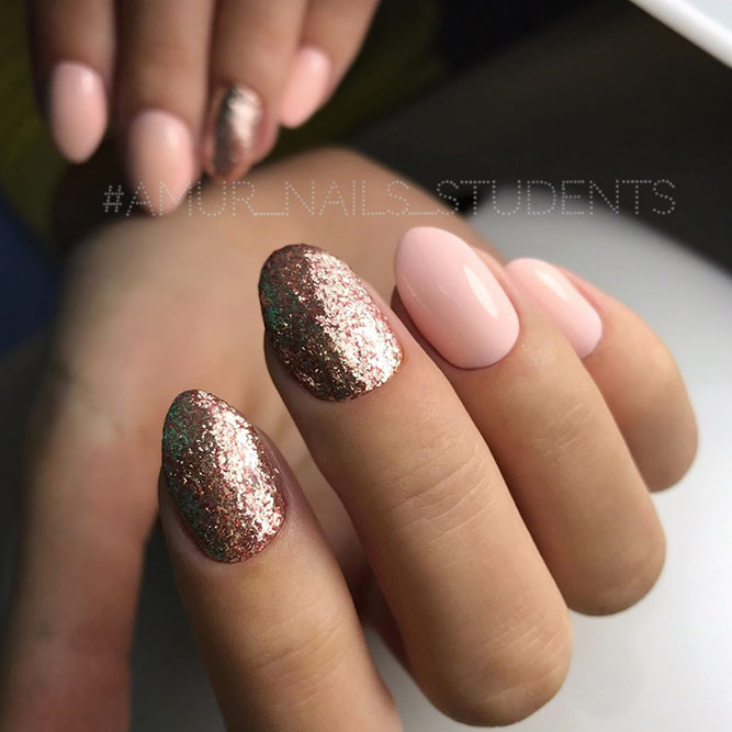 Stylish Short Nude Nails With Glitter picture 3