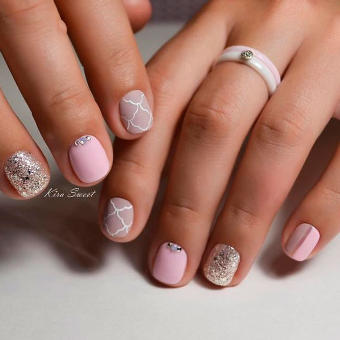 Stylish Short Nude Nails With Glitter picture 1