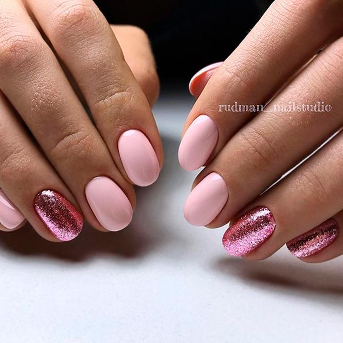 Stylish Short Nude Nails With Glitter picture 2