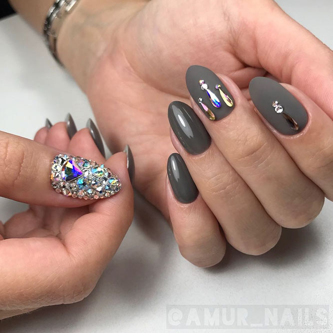 Shades Of Grey For A Fall Nails With Rhinestones #greynails #ovalnails #rhinestonesnails