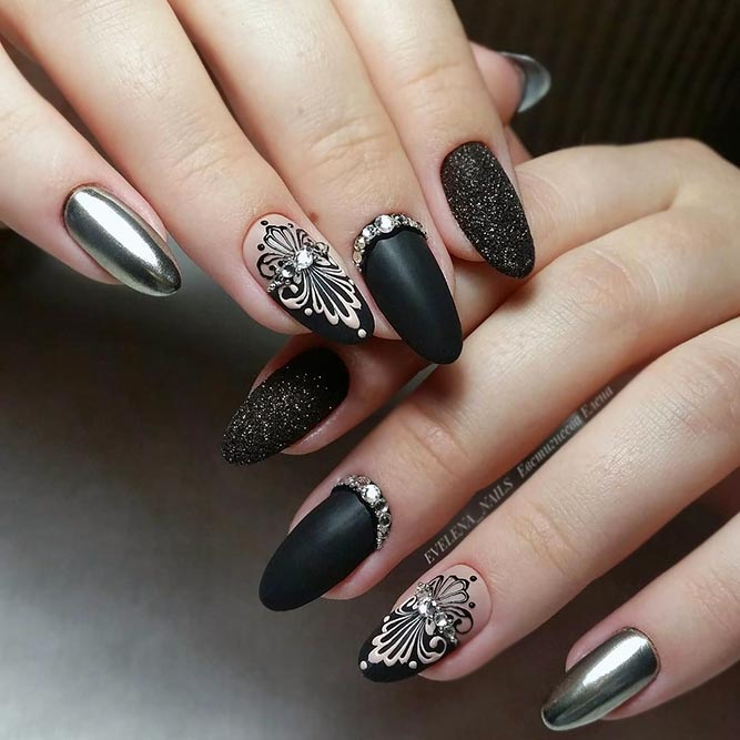 Exquisite Black Manicure Idea